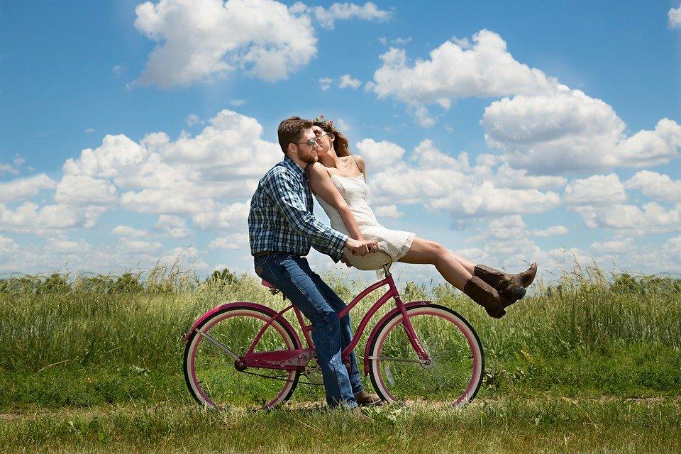 既婚者同士の好意のサインは意外な形で表れる!脈ありと確信してOKな時・単なる仲良し止まりのケース