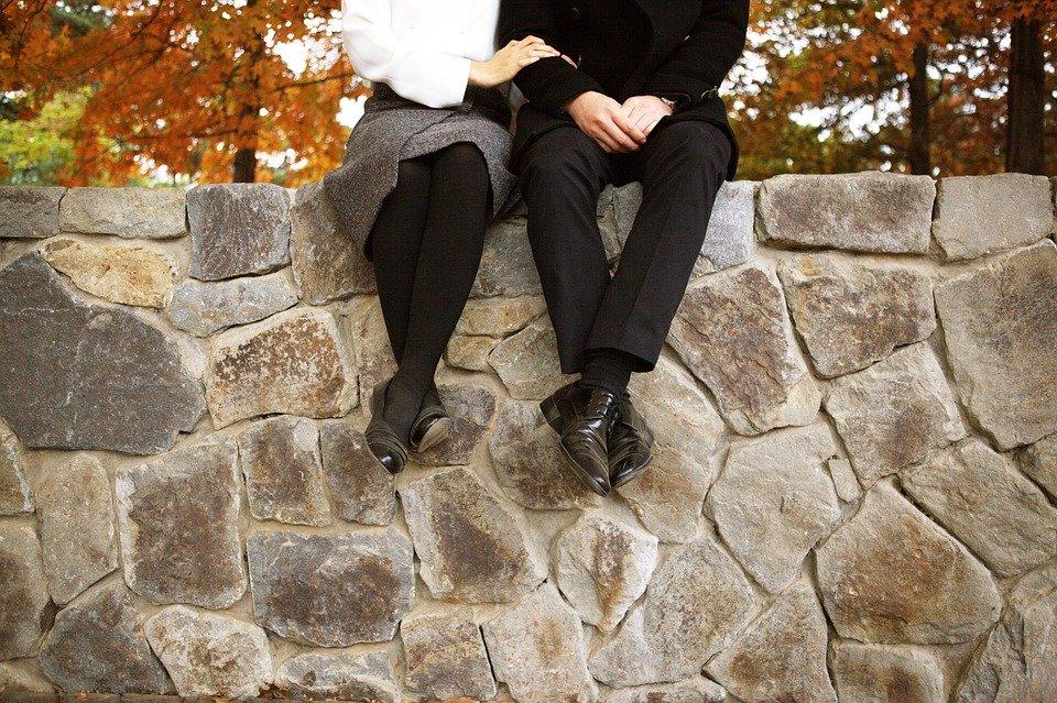 不倫のきっかけはすぐ側にある!既婚者が婚外恋愛に陥る身近な引き金やすぐに不倫がスタートする出会い方