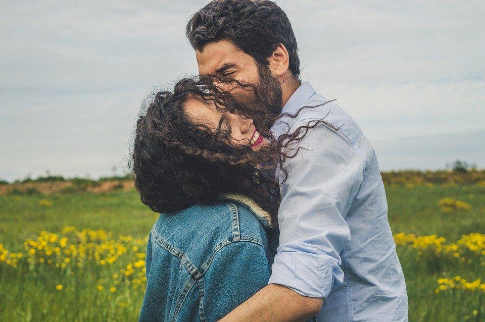 既婚者が思わずキスする時の本音!キスを我慢できない心理や遊びの時に見せるサイン&対処法
