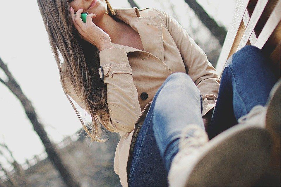 嫁の話をしない男・奥さんの話ばかりする男それぞれの心理。不倫相手に対する思いや家族の話への対処法も紹介